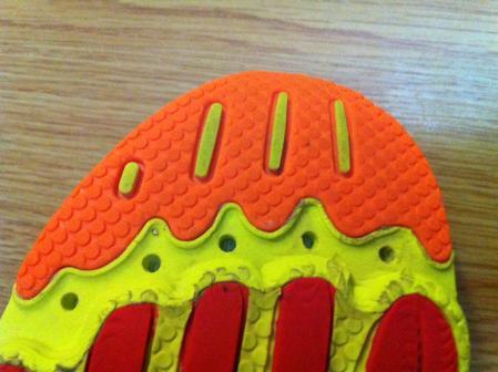 zapatilla minimalista newton speed MV2 agujeros evacuar agua