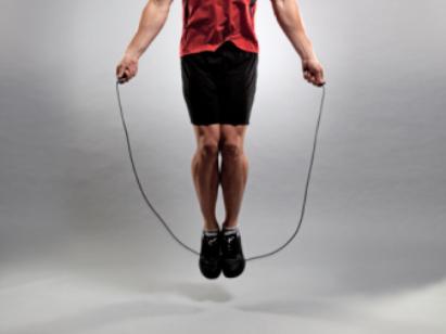 Saltar aumenta la masa de los huesos