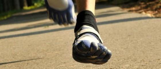 correr descalzo minimalista y con FiveFingers